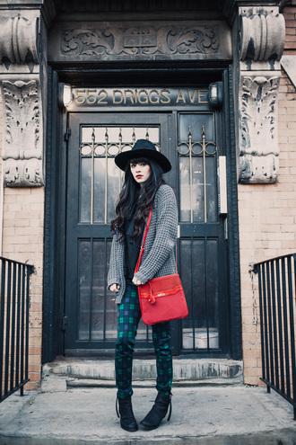 jag lever blogger bag tartan pants cardigan hat red bag