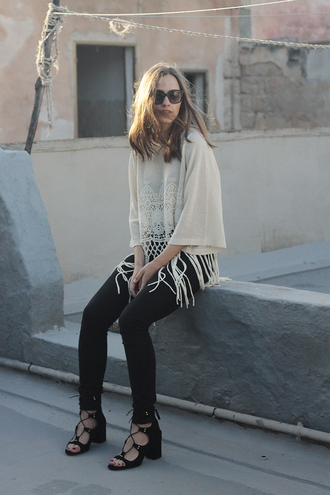 so in carmel blogger crochet boho shirt skinny jeans strappy sandals spring outfits