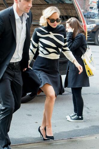 skirt jennifer lawrence sweater top black and white pumps shoes sunglasses