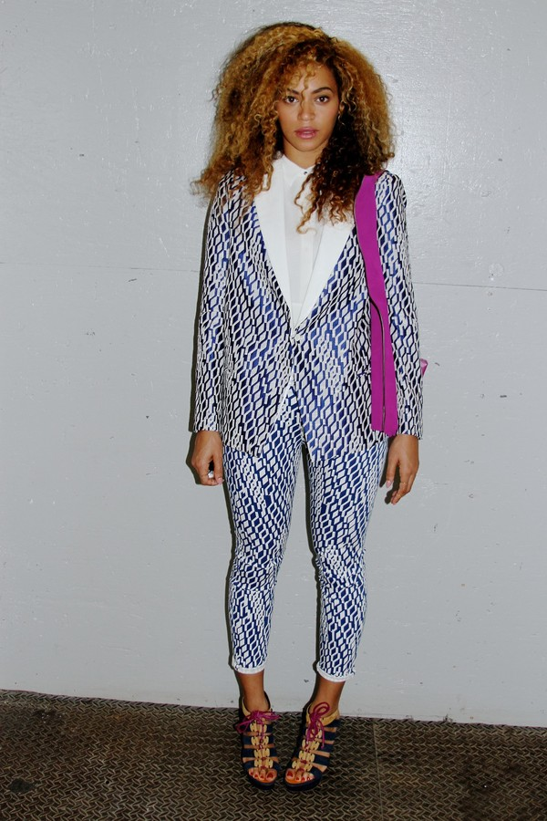 jacket beyonce blouse blue pattern pants natural hair printed pants tailoring