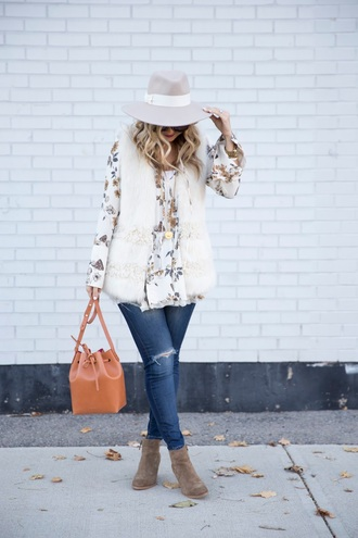suburban faux-pas blogger hat sunglasses jacket blouse jeans bag shoes felt hat vest fur vest bucket bag ankle boots white fur vest