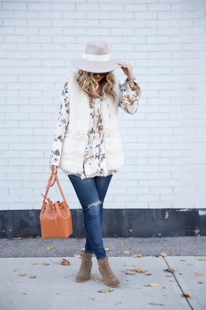 suburban faux-pas blogger hat sunglasses jacket blouse jeans bag shoes felt hat vest fur vest bucket bag ankle boots white fur vest