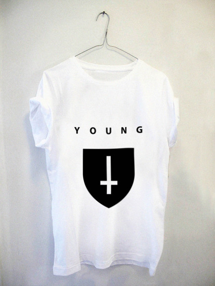 young t-shirt cool girl style