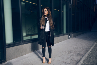 fanny lyckman blogger black ripped jeans white t-shirt black coat