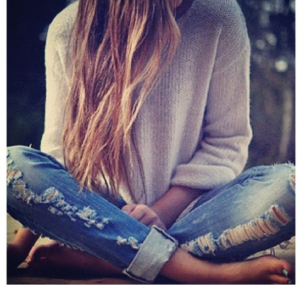 jeans denim ripped jeans ripped vintage oversized sweater cream sweater boyfriend jeans blue casual outfit