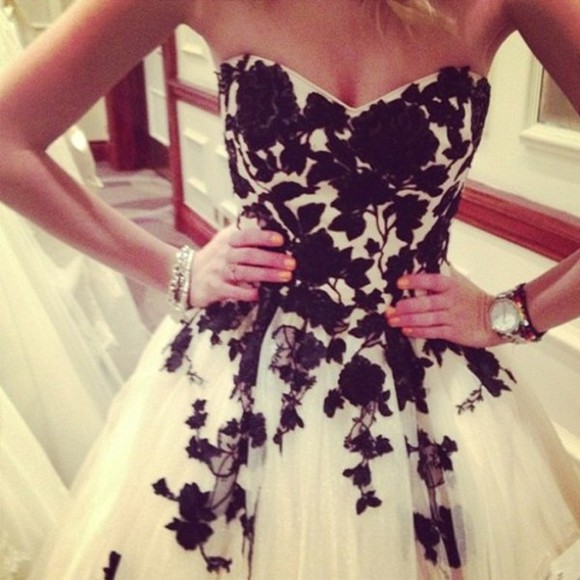 dress floral black white strapless prom ornamental strapless prom dress glitter prom dress short prom dress fairytale dress fairy dress prom dress black and white prom dress clothes formal dresses formal short formal dress sexy formal dress formal black dress white formal dress winter formal lace. flower prom. mariage prom ❤️