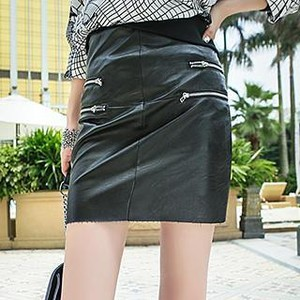 Leather zipped skirt