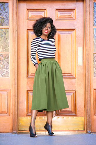 blogger top skirt shoes green skirt striped top boots