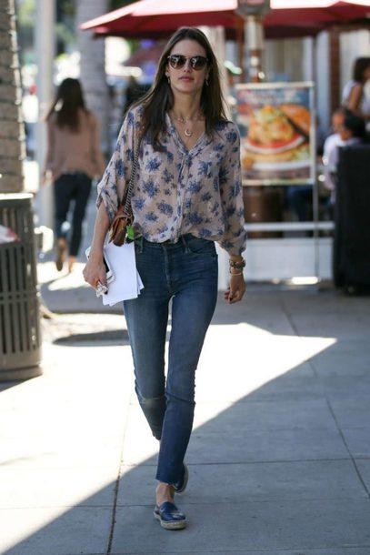 blouse jeans alessandra ambrosio streetstyle model off-duty