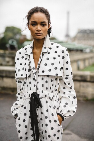 coat johanna ortiz paris fashion week 2017 polka dots model