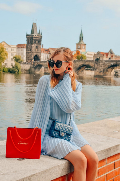 vogue haus blogger dress bag blue dress chanel bag