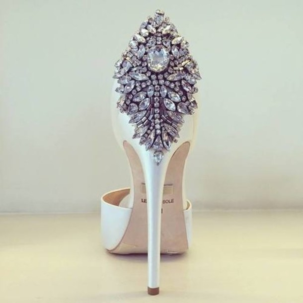 shoes withe shoes diamonds heels jewels gorgeous high heels bling chic white high heels jewerly pumps clothes wedding shoes heels crystal white white white shoes fancy shoes rhinestones formal white formal beautiful beautiful high heels sparkle luxury
