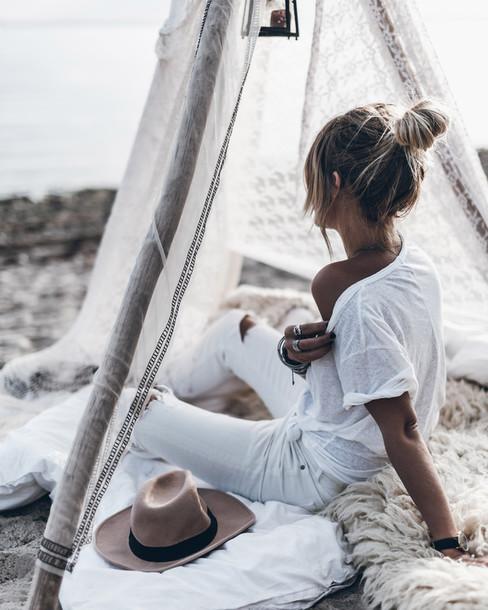 mikuta blogger jeans t-shirt jewels