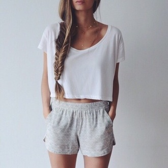 shorts t-shirt white grey grey shorts style tumblr tumblr outfit fashion white t-shirt summer shorts outfit high waisted shorts summer outfits white top pale cozy comfy crop tops gray shorts pattern flowy shorts