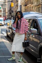 skirt,white skirt,top,sandals,socks,bag