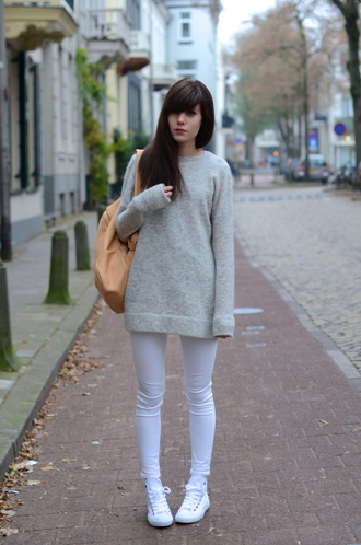 lovely by lucy blogger white jeans grey sweater backpack sweater jeans back to school camel backpack casual sneakers white sneakers