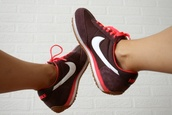 shoes,nike,girl,cute,running,pink,white,black,feet,nice,show,sneakers,swag