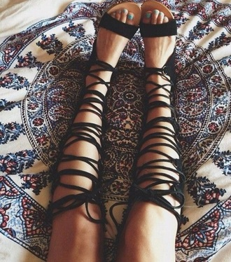 shoes sandals black leather hippie fringes boho bohem bohemian gypsy native nativeamerican native american etnic summer summer shoes girl girly gladiators