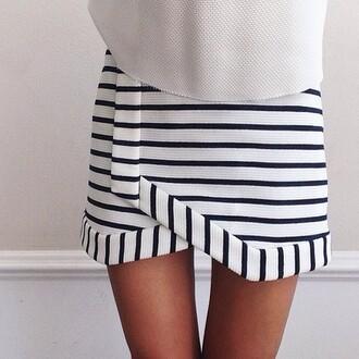 shorts skorts summer pretty cute girl stripes blue white skirt tan cream knit black black and white b&w black and white skirt white and black skirt striped skirt striped shorts shirt monochrome asymmetrical skirt style