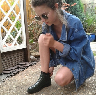 shoes boots ankle boots chelsea boots shiny shiny shoes shiny boots grunge on point on point clothing oversized jean jacket denim oversized jacket sunglasses fashion inspo tumblr outfit tumblr shirt tumblr shoes tumblr girl casual jacket