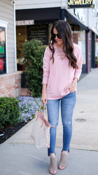 mrscasual blogger sweater jeans shoes bag sunglasses jewels