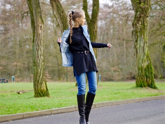 fab le frique blogger jewels skinny jeans knee high boots denim jacket sleeveless coat black top