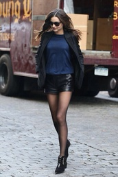 shorts,black,leather,black shorts,leather shorts,black leather shorts,model,miranda kerr,summer outfits,summer,outfit,fashion,shorts high waisted leather black