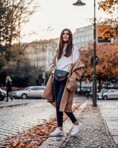 bag,crossbody bag,black bag,jeans,skinny jeans,sneakers,white sneakers,turtleneck,coat