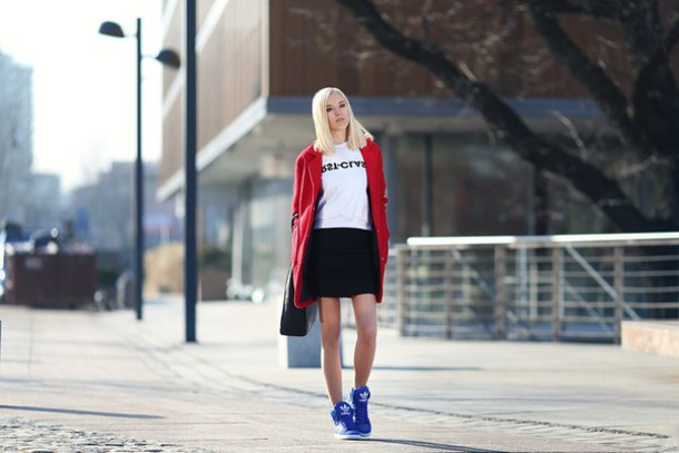 meri wild blogger red coat blue shoes adidas shoes white sweater coat sweater bag shoes make-up