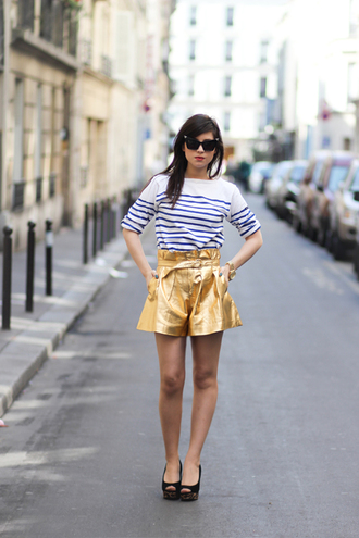 shorts top gold shorts striped top peep toe pumps pumps black pumps black high heels sunglasses cat eye blog de betty blogger spring outfits