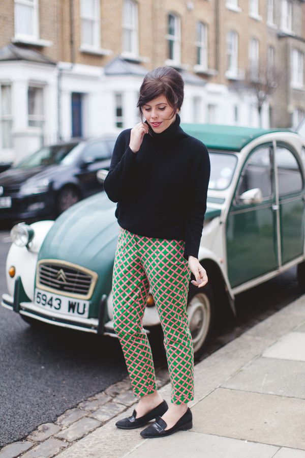 wish wish wish blogger printed pants black sweater pants