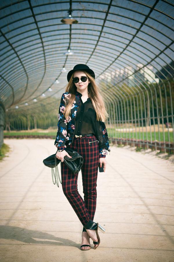 my blonde gal bag pants sunglasses shoes jewels hat