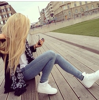 pants skinny pants jeans gorgeous blonde hair scarf t-shirt blouse sweater nike nike air white black black and white summer winter outfits make-up shoes