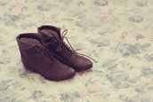 flat,low heels,boots,low boots,laces,brown shoes,shoes,tie,brown