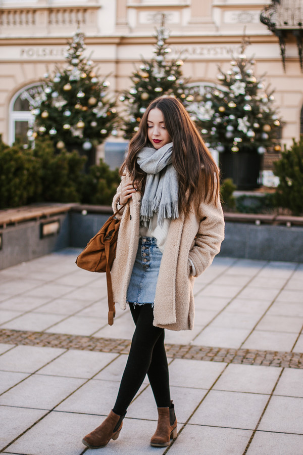 skirt tumblr mini skirt denim denim skirt tights opaque tights boots ankle boots brown boots winter outfits coat fuzzy coat scarf grey scarf