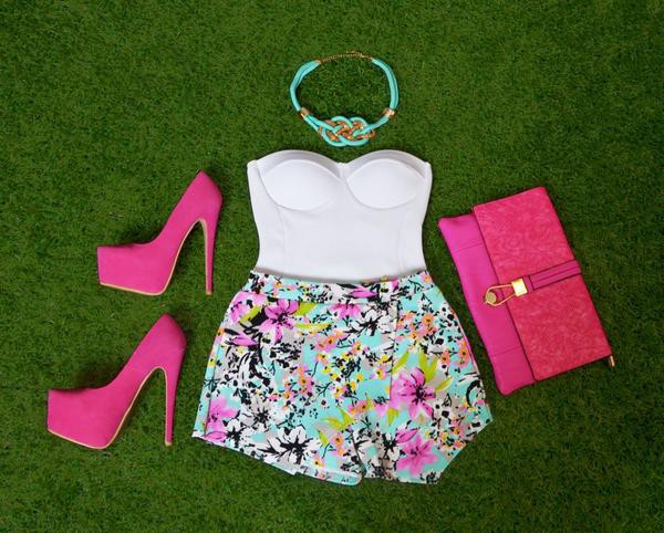 corset top necklace high heels flowered shorts tropical t-shirt