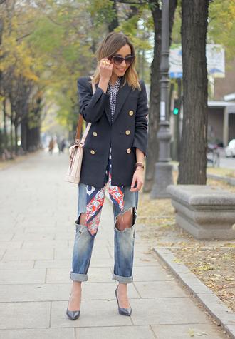 besugarandspice blogger sunglasses blazer ripped jeans satchel bag