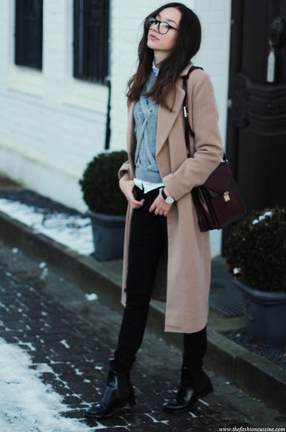 the fashion cuisine blogger grey sweater camel coat knitted sweater satchel bag
