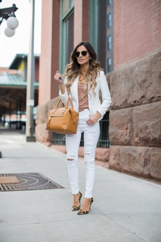 maria vizuete mia mia mine blogger sunglasses white blazer white jeans ripped jeans brown bag nude top animal print