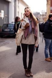 black pants,slim,scarf,sweater,beige sweater,knitwear,pants