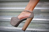 shoes,high heels,grey