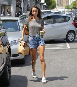 top t-shirt shorts sneakers alessandra ambrosio model off-duty streetstyle
