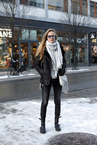 bonsoir cherie blogger buckle boots winter outfits shearling jacket black jacket black shearling jacket