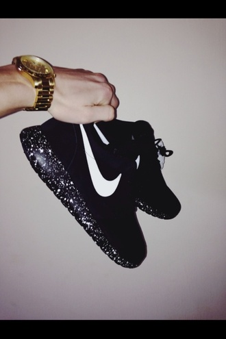 black sneakers sneakers nike shoes nike gold watch shoes nike running shoes nike free run nike sneakers nikes roshes black nike air black shoes black nike sneakers nike roshe run nike roshe black galaxy print women black and white swoosh jewels