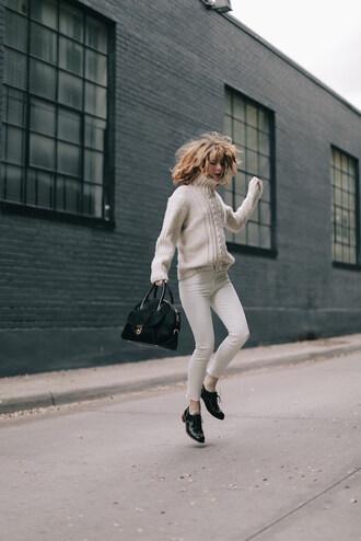 lefashion blogger coat sweater bag jeans tumblr white sweater cable knit white cable knit sweater white jeans shoes black shoes black bag