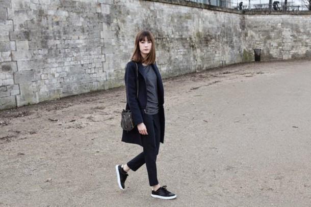 into your closet blogger coat t-shirt pants bag shoes