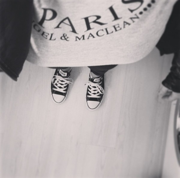 t-shirt t-shirt white black black and white paris converse shoes