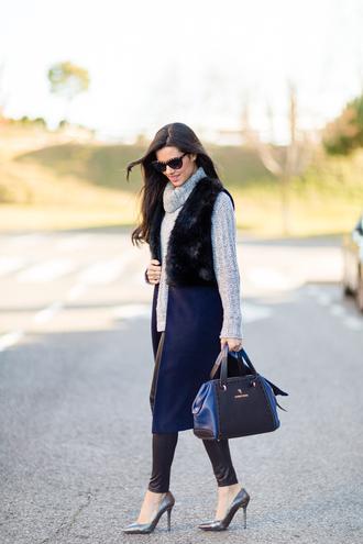 crimenes de la moda blogger leggings grey sweater turtleneck stilettos purse