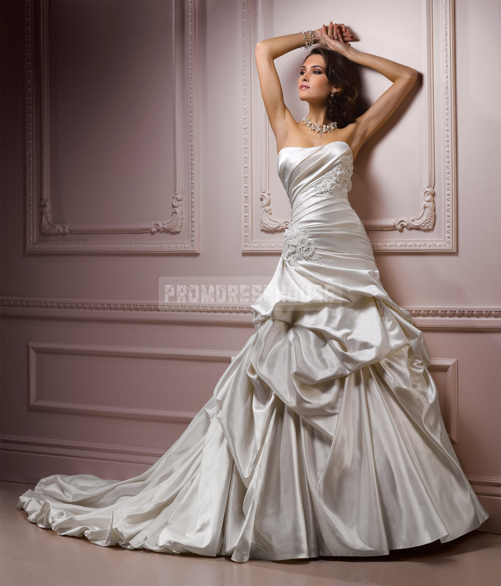 Cathedral train timeless wedding dress