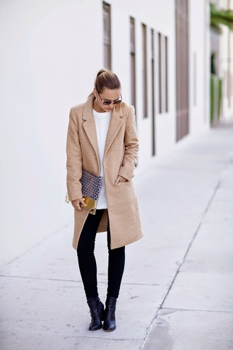 late afternoon blogger jeans camel coat sunglasses pouch printed pouch coat sweater white sweater black jeans skinny jeans boots black boots winter outfits